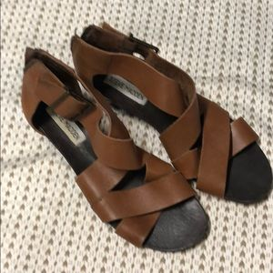 Steve Madden sandals sz7.5 look great! Saddle clr